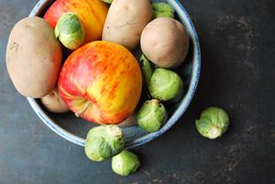 Kartoffeln, Äpfel und Rosmarin