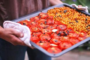 Bio MV Rezepte: Sommersuppe aus gebackenen Tomaten und Kichererbsen