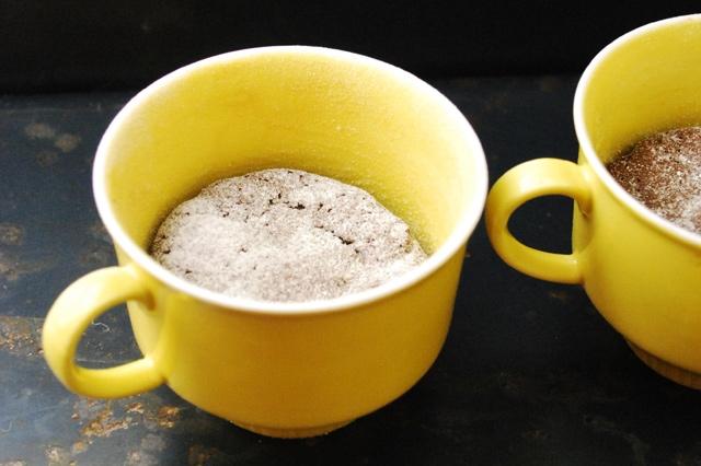 Kleine Haselnusskuchen mit cremigem Kern