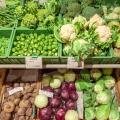 Gemüseregal im Bioladen